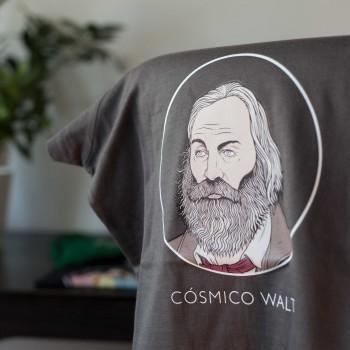 Detalle camiseta gris Whitman