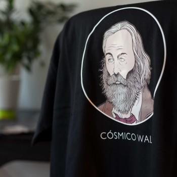 Detalle camiseta negra Whitman